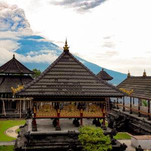 Храм Пура Лемпуянг