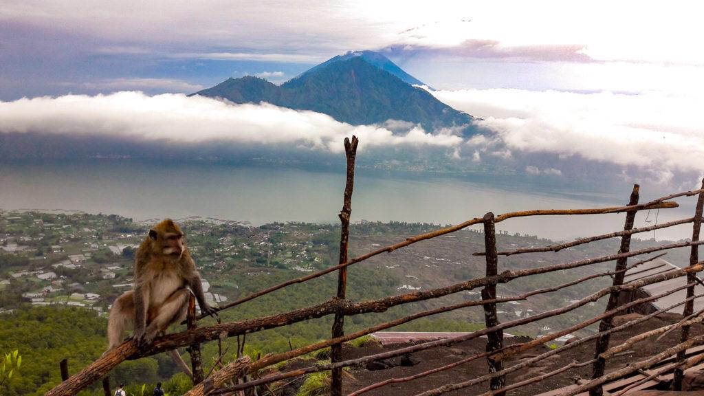 Вид на вулкан Агунг с вулкана Батур