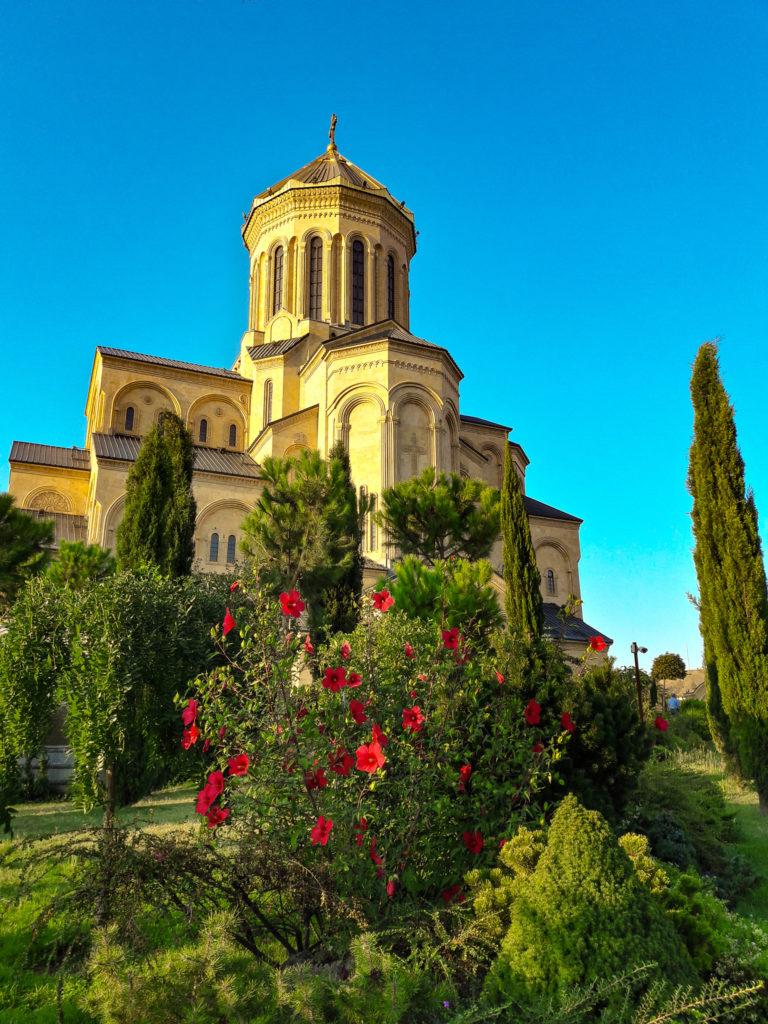 кафедральный собор Цминда Самеба в Тбилиси.