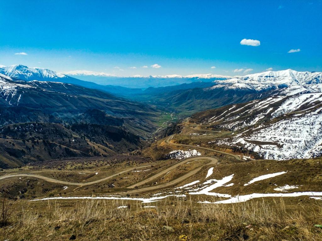 Вид с Селимского перевала на высоте 2500 метров