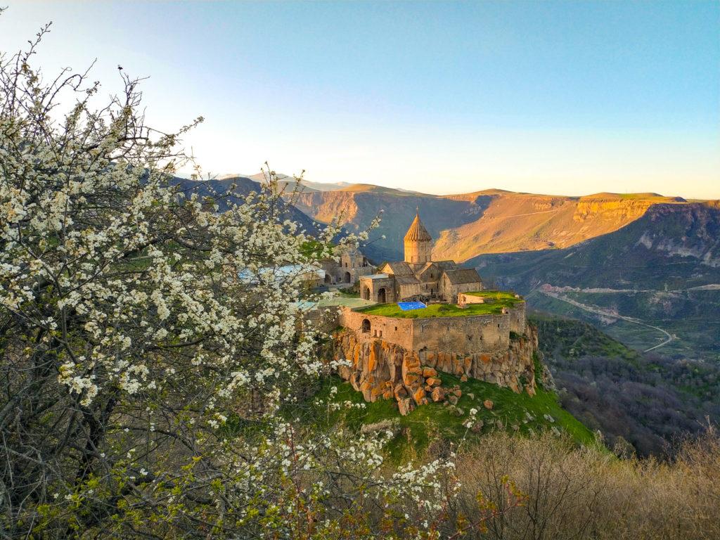 Татевский монастырь X века