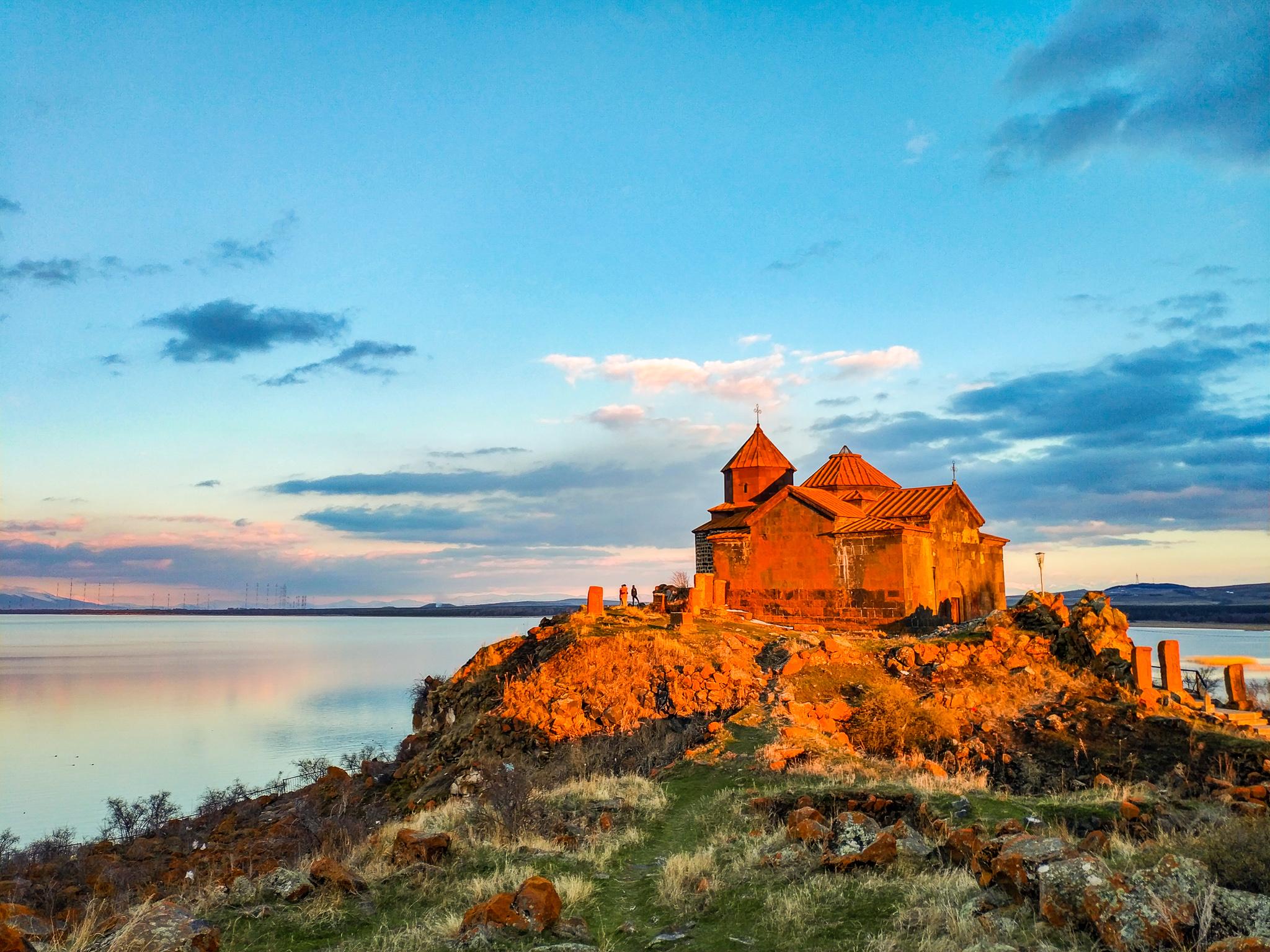 Монастырь Айраванк на берегу озера Севан