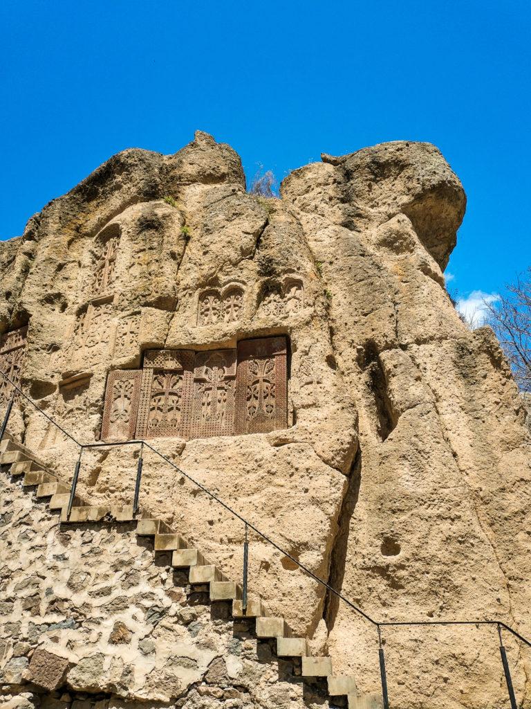 Хачкары в скале в Гегарде